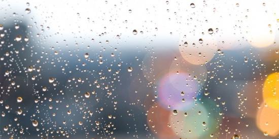 玻璃上的水珠图片