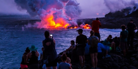 震撼壮观的火山喷发风景摄影图片