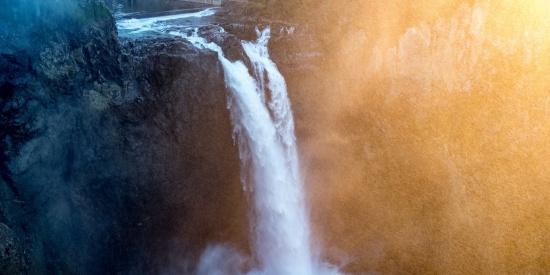 秀丽的小瀑布图片