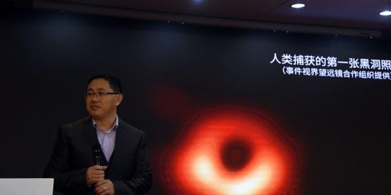 人类首张黑洞照片面世超大黑洞距地球5500万光年