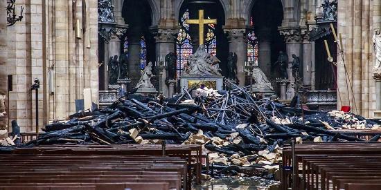 痛心 实拍火灾后的巴黎圣母院