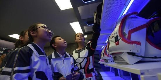 中国首个火星模拟生存基地开营 吸引民众参观体验