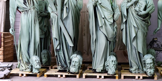 逃离火灾 巴黎圣母院尖塔周围16座雕像完好无损