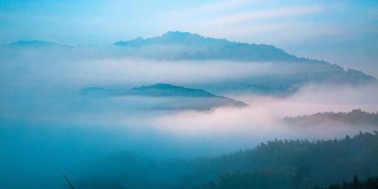 山雾缭绕唯美风景图片壁纸