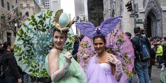 纽约举行复活节大游行 民众上演疯狂帽子秀