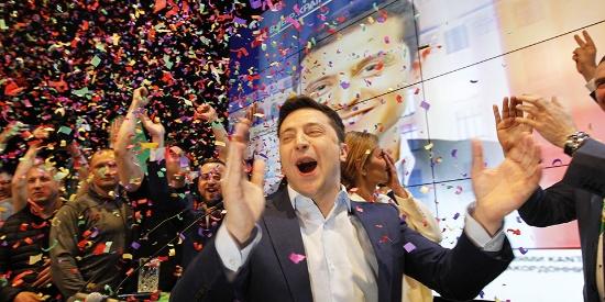 乌克兰大选:喜剧演员泽连斯基胜出 波罗申科承认败选