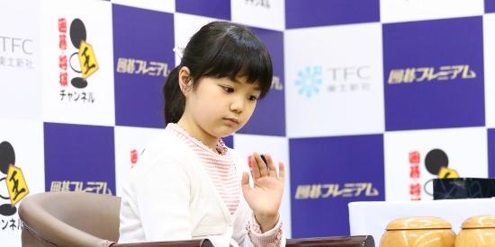 十岁女童出战职业赛事 成日本最小职业围棋手