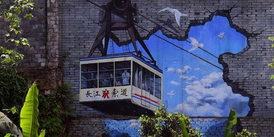 重庆长江索道穿墙而出满地都是火锅 龙门浩老街涂鸦火了