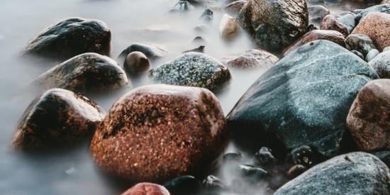 唯美海边岩石高清桌面壁纸
