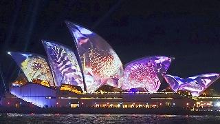 """缤纷悉尼灯光音乐节开始 歌剧院在光影中"""""""