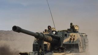 5型155毫米自行榴弹炮野外演练