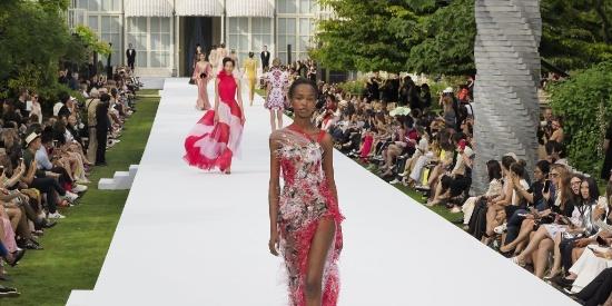 行走的花朵!印花长裙太艳丽?