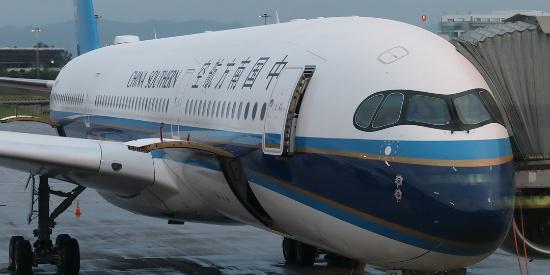 """中国南方航空首架空客A350""""墨镜侠""""首航"""