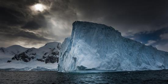 阿联酋富豪拟拖南极冰山回国解水荒 耗资或达10亿
