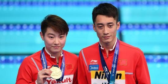 中国跳水摘首金 练俊杰/司雅杰十米台夺冠