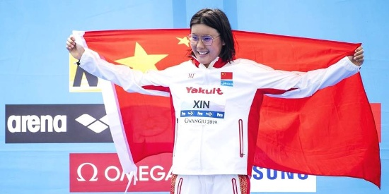 中国游泳历史性突破 辛鑫公开水域女子10公里夺冠