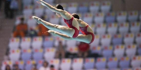 中国跳水小花动作整齐如重影 世锦赛夺冠