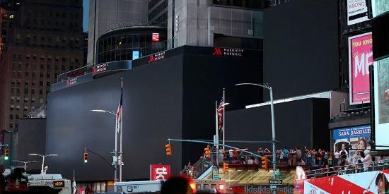 纽约大面积停电数万用户被迫断电 时代广场出现黑屏