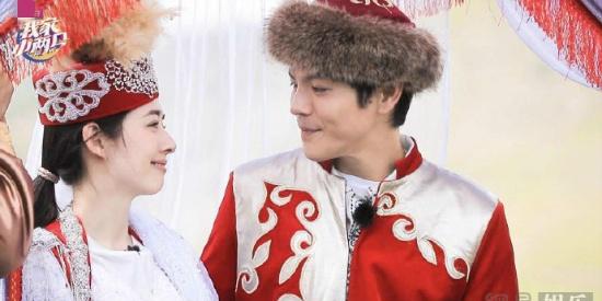 穿蒙古礼服办草原婚礼 向佐郭碧婷尽显甜蜜