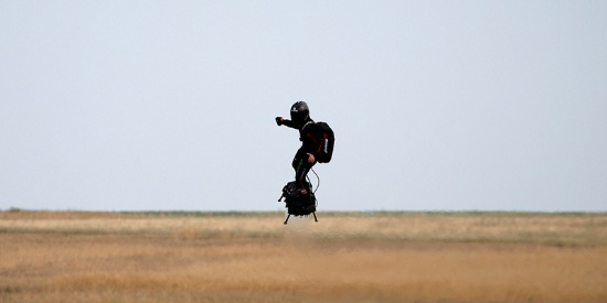 """法国""""钢铁侠""""想飞越英吉利海峡 海警表示不支持"""