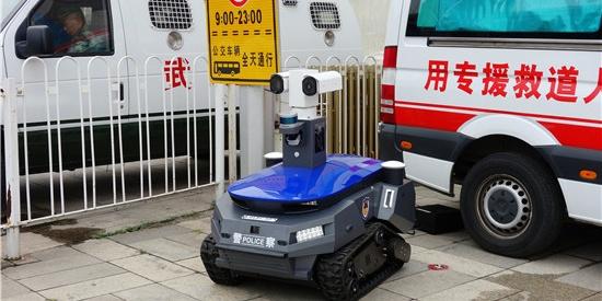 坦克型巡逻机器人警察亮相 时速最快可达10公里