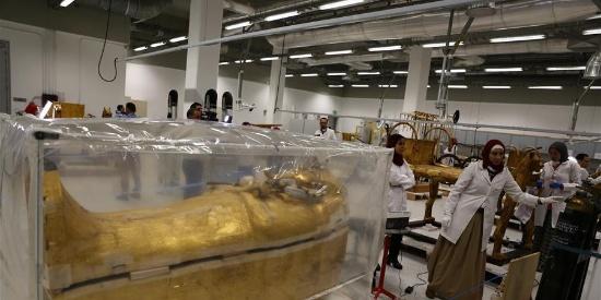 古埃及法老图坦卡蒙外层镀金棺将开始修复