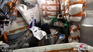 俄首位机器人宇航员飞向太空! 飞船上宣读