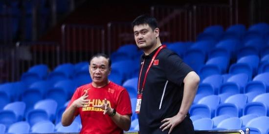 中国男篮备战训练 姚明飞临广州督训
