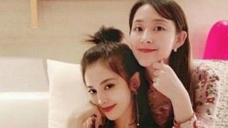 娜扎27岁生日与姐姐合影 长发披肩温柔端庄