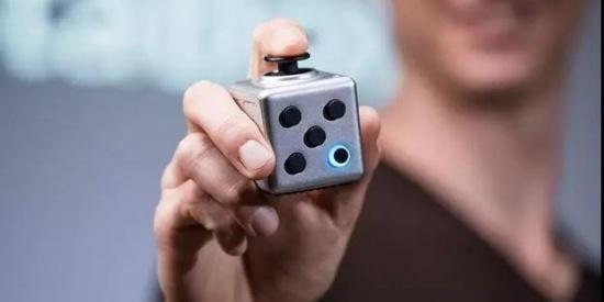 脑洞大开的设计!这个减压玩具能变身鼠标、激光笔、读卡器...