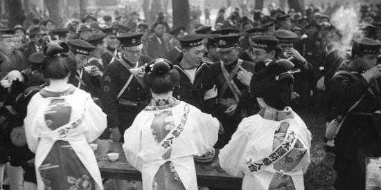 老照片:日本女人的疯狂