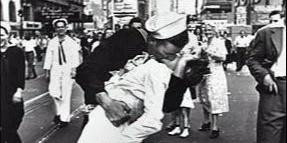 法国著名摄影师布列松拍摄的历史照片