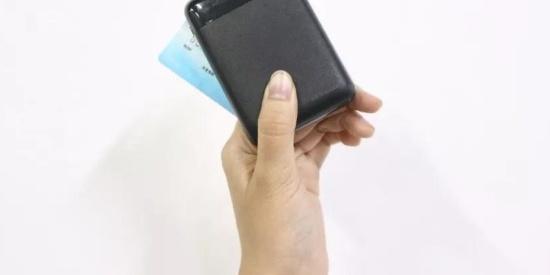 这华为认证的移动充品牌,1万毫安终于不是大板砖而是银行卡大小
