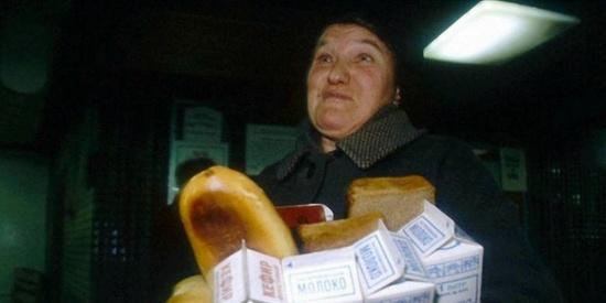 这里是苏联!1990年抢购面包,飞机大炮不能当饭吃!