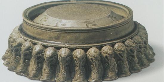 历史文物出土瓷器青釉多足砚