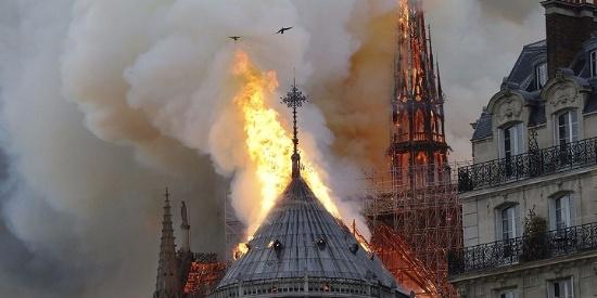 【组图】法国巴黎圣母院大火现场