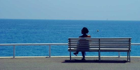 西班牙巴塞罗那的蔚蓝海岸