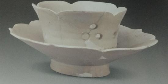 历史文物出土瓷器白釉盏托