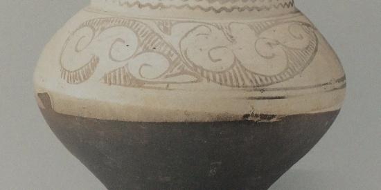 历史文物出土古瓷器白地褐花罐