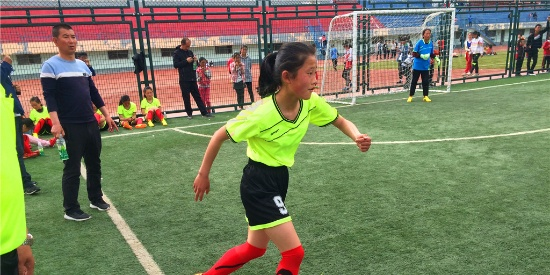 小学女足—汗洒绿茵球场,友谊第一,比赛第二
