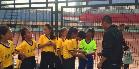 足球运动不仅仅是男孩子们的热爱,更是女孩们的最爱!