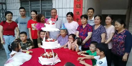 四川南充:90岁农村老人生日,整个村子的人都来了,人缘这么好