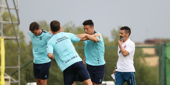 西班牙人全体球员在纳瓦塔开始新赛季的集训,武磊随队训练