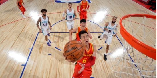 夏季联赛首胜 周琦爆发 中国男篮84-80险胜黄蜂