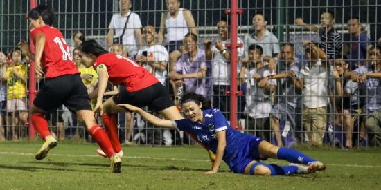 女超首轮武汉车都江大2:1广东辉骏,王霜打进一球帮助球队获胜