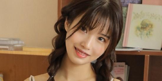 性感美女时尚写真,清纯可爱麻花辫水嫩肌肤吊带香肩,漂亮养眼!