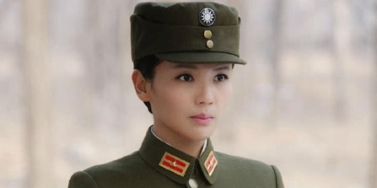 女星穿军装,刘涛80分,李冰冰90分,而她才是最美的,满分