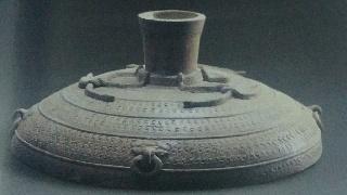 东汉时期古文物出土瓷器原始瓷戳印纹三足缶