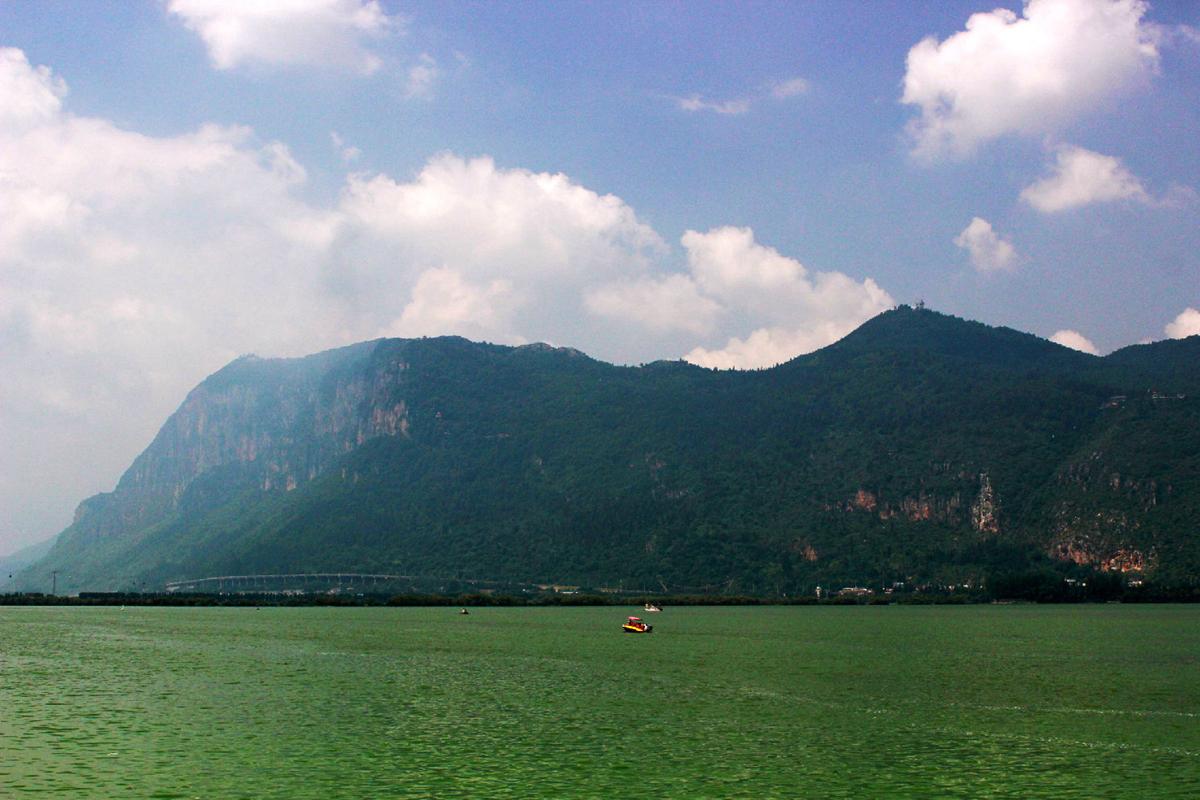 云南昆明滇池西山风景区 碧水蓝天美不胜收
