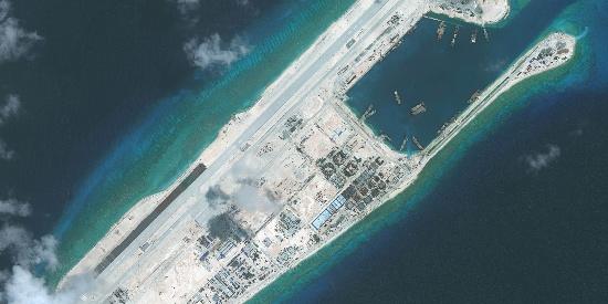 中国南海两个宝岛,太平岛和永暑礁,航拍美如画